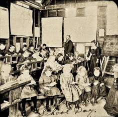 StateLibQld_1_141227_Interior_of_a_school_room_at_Postmans_Ridge_in_the_Helidon_district,_ca._1902 (1)